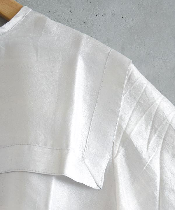 【 予約商品 -2021年9月お届け予定- 】Khadhi Silk Back Button Sailor Blouse(ブライトホワイト)<img class='new_mark_img2' src='https://img.shop-pro.jp/img/new/icons1.gif' style='border:none;display:inline;margin:0px;padding:0px;width:auto;' />