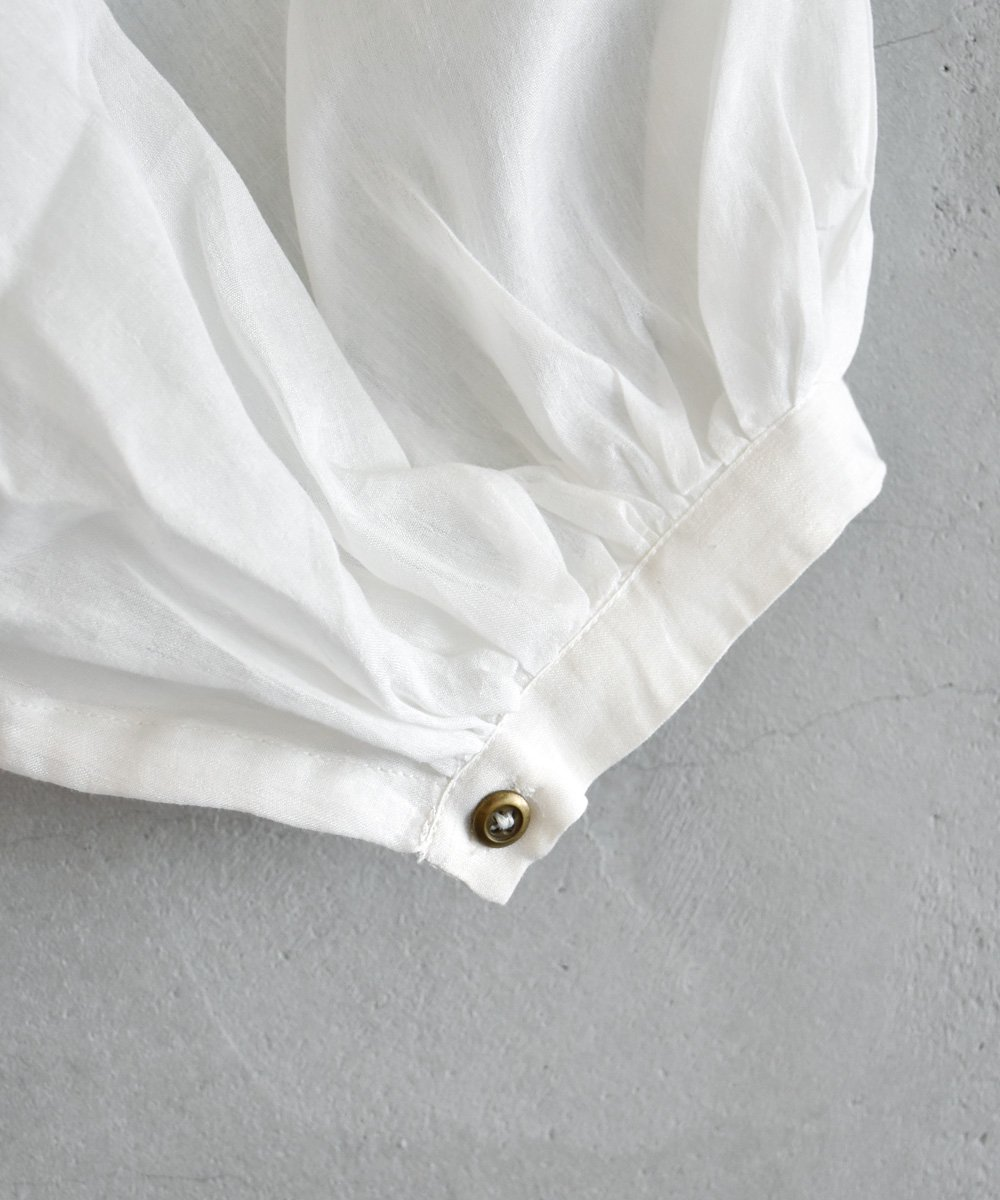 Gather Blouse(off white)<img class='new_mark_img2' src='https://img.shop-pro.jp/img/new/icons1.gif' style='border:none;display:inline;margin:0px;padding:0px;width:auto;' />