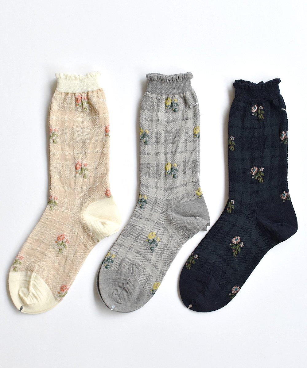 FLOWERS ON CHECK SOCKS<img class='new_mark_img2' src='https://img.shop-pro.jp/img/new/icons1.gif' style='border:none;display:inline;margin:0px;padding:0px;width:auto;' />