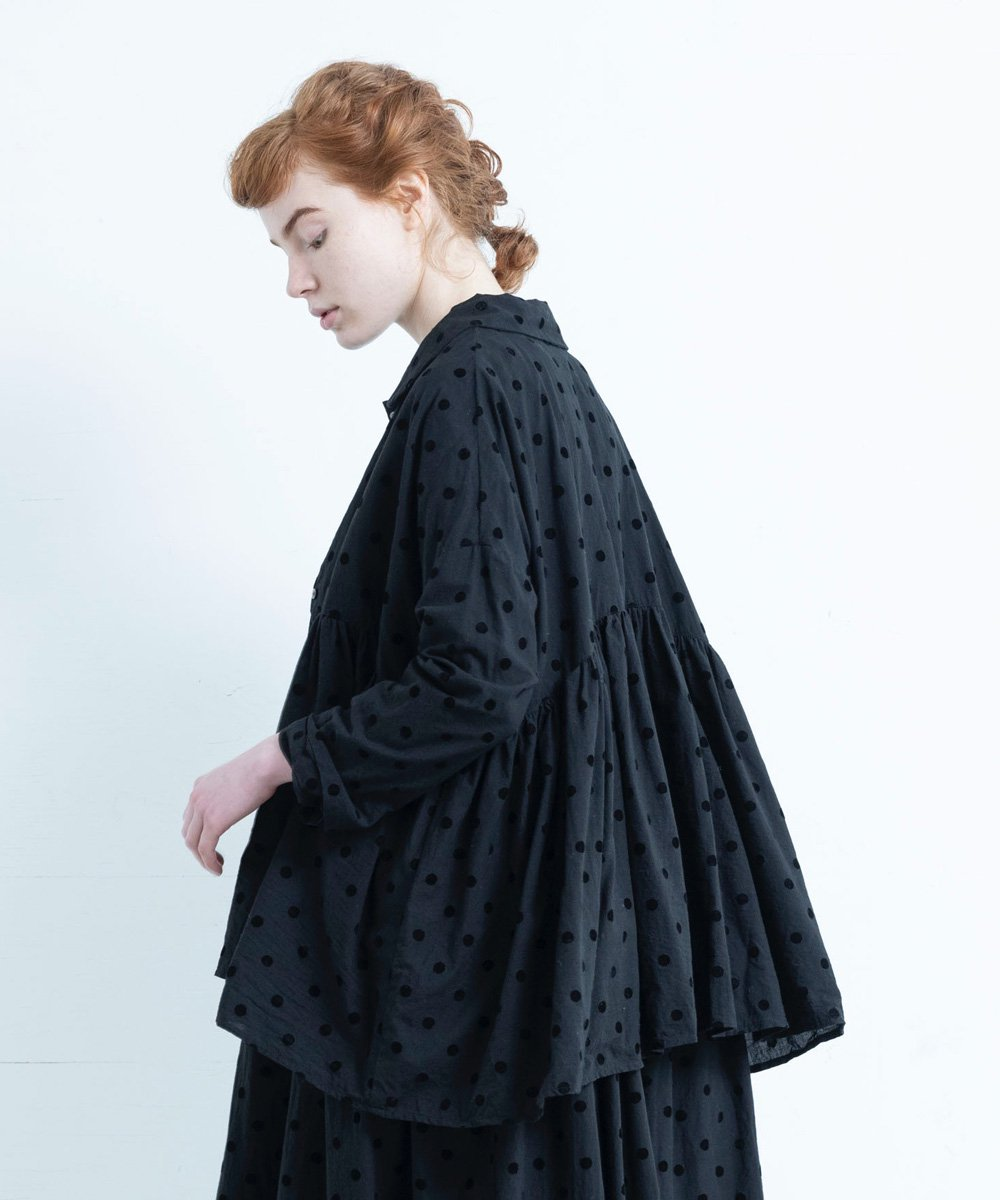 FADE DOT ROUND COLLAR TUNIC BLOUSE (ブラックドット)<img class='new_mark_img2' src='https://img.shop-pro.jp/img/new/icons1.gif' style='border:none;display:inline;margin:0px;padding:0px;width:auto;' />