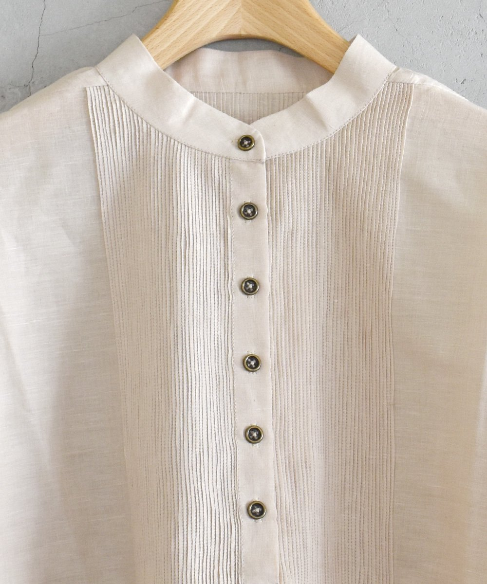Embroidery Pin-tuck Blouse(ライトグレー)<img class='new_mark_img2' src='https://img.shop-pro.jp/img/new/icons1.gif' style='border:none;display:inline;margin:0px;padding:0px;width:auto;' />