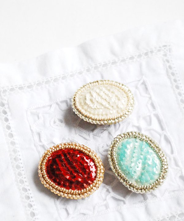 Eye colors / brooch