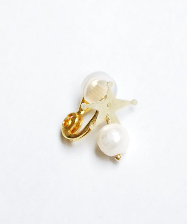'ETOILE' EARRING(with pearl)<img class='new_mark_img2' src='https://img.shop-pro.jp/img/new/icons52.gif' style='border:none;display:inline;margin:0px;padding:0px;width:auto;' />