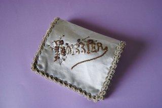 フランスのアンティーク シルクサテンのハンカチケース/小花とスパングル刺繍