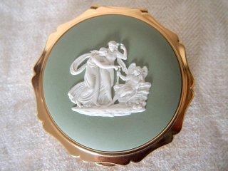 英国製 ストラットン/ウェッジウッド カメオ飾りコンパクト/モスグリーン色