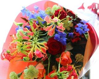 赤系でカラフルな花束!8000