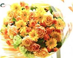 オレンジ系の豪華な花束