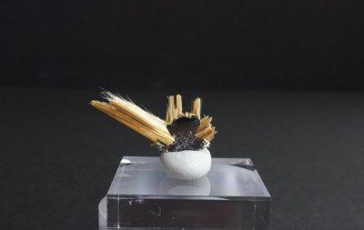 ルチル Rutile on Hematite