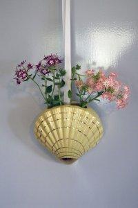 Scalloped shell wall pocket /シェルモチーフの壁掛けの花器