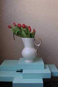 White matt gold edge jug vase / 白いマットゴールドの持ち手のジャグ