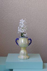 iridescent creamy colour vase / クリーム色の玉虫調の小ぶりな花器