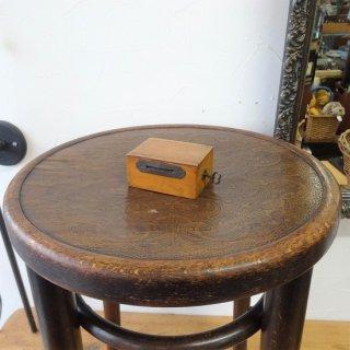 イギリス ヴィンテージ とても小さな木製金庫 貯金箱 鍵付き