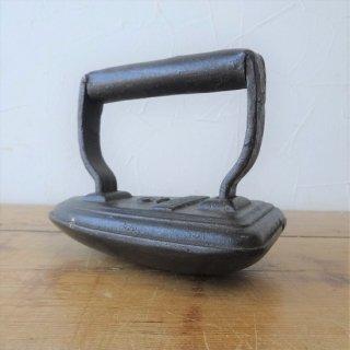 イギリス アンティーク 鉄製のアイロン KENRICK 2