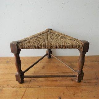 フランス アンティーク 三角形の低スツール オーク材 ラッシュ編み