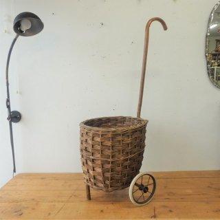 イギリス ヴィンテージ 天然素材のショッピングカート 木製ハンドル 鉄ホイール 希少