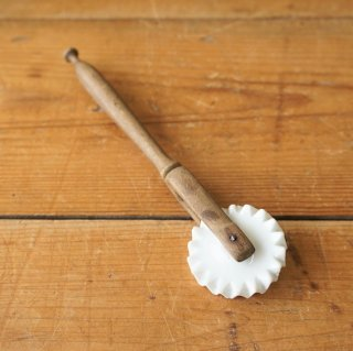 フランス アンテイーク 陶器ブレードのペストリーカッター 希少 A