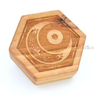 六角形ダイスボックス【神秘の目/チェリー木材】