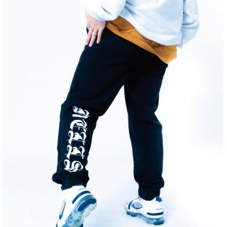 <img class='new_mark_img1' src='https://img.shop-pro.jp/img/new/icons8.gif' style='border:none;display:inline;margin:0px;padding:0px;width:auto;' />NELLS LOGO PRINT SWEAT PANT
