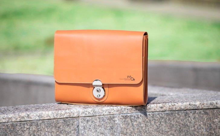 B5サイズでバッグinバッグに使える革のクラッチバッグ