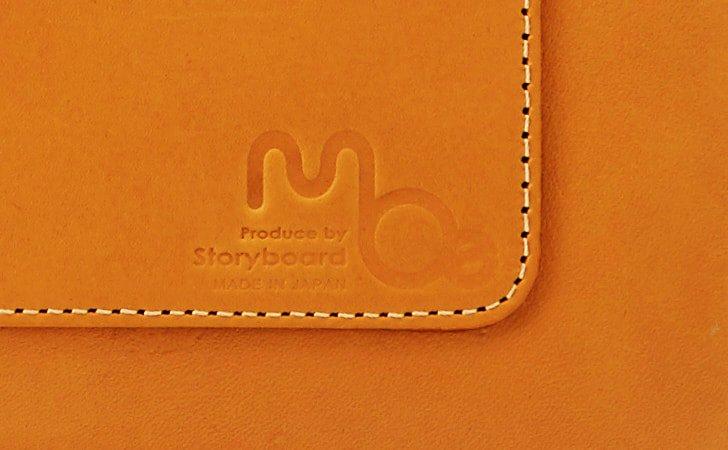 moeのホットスタンプが刻印されたおしゃれな革のバッグ