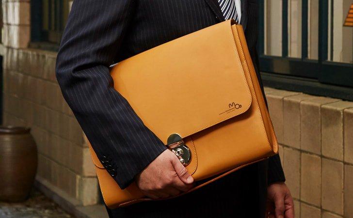 メンズにおすすめビジネスに使える革のクラッチバッグ