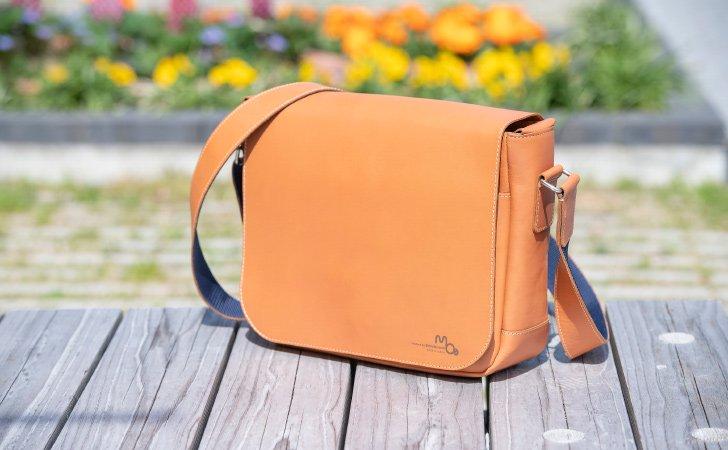 メッセンジャーバッグで一番人気のレンガ色