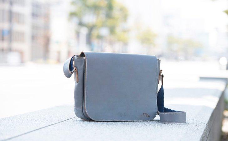メンズの通勤バッグで人気のチャコールグレー