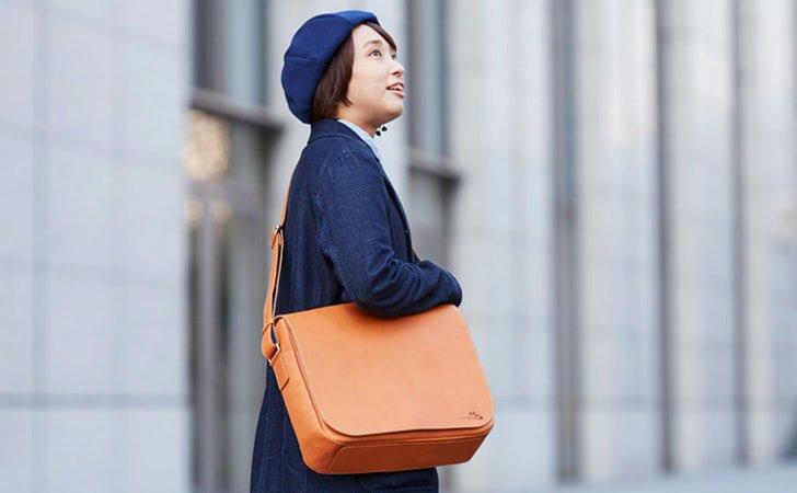 丸みがあってかわいい革のショルダーバッグ