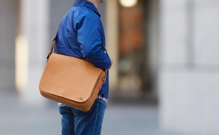 通学バッグで人気の革のメッセンジャーバッグ