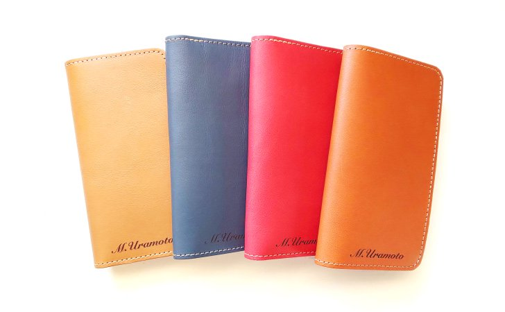 革の手帳型スマホケース、シンプルで名入れ付き