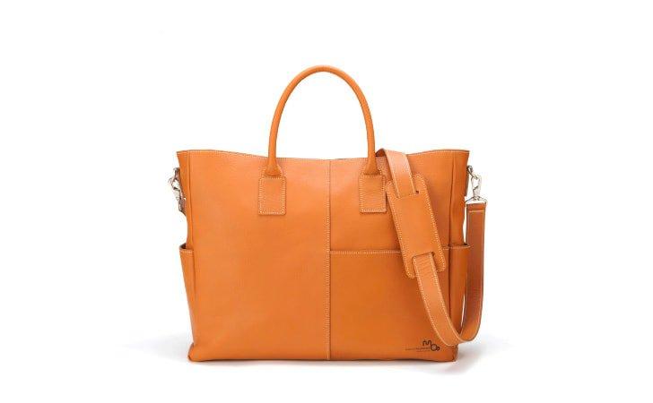 革のトートバッグ。ビジネスにおすすめのファスナー付きPCバッグ