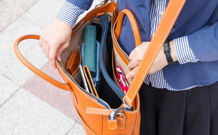 PCやタブレットが入る取り外し式革のインナーバッグ