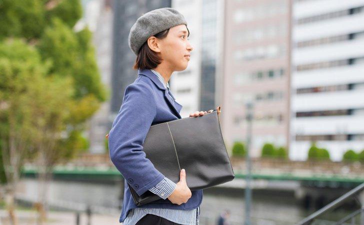 取り外してブリーフケース代わりに使える革のインナーバッグ