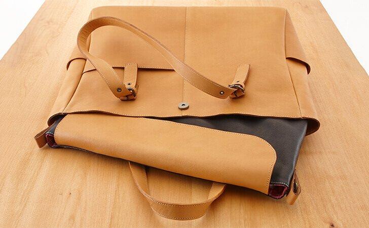 PCケース付きの革のトートバッグ
