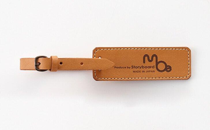 メンズ、レディースに定番のキャメル色の革のネームストラップ