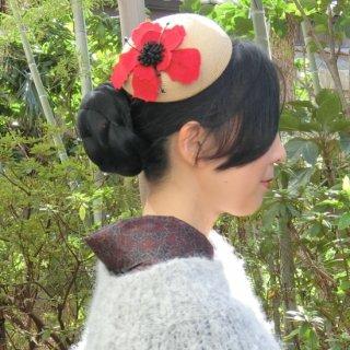 268. 赤いお花のカクテルハット