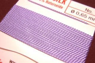 針がついているので通すの簡単。7号〜16号グリフィン糸(シルク)/ライラック 2M