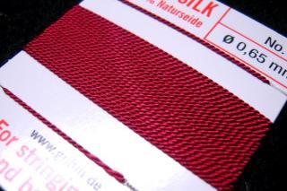 針がついているので通すの簡単。0号〜6号グリフィン糸(シルク)/ガーネット 2M