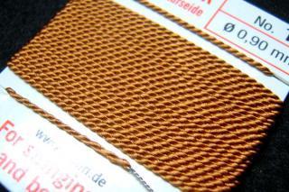 針がついているので通すの簡単。7号〜16号グリフィン糸(シルク)/カーネリアン 2M