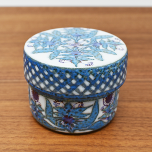 Royal Copenhagen / Tenera / 薄紫の蓋付ジャー / Marianne Johnson / Denmark