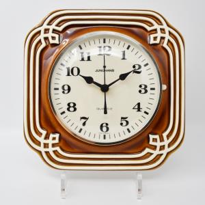 Junghans / 茶色いレリーフの壁掛け時計