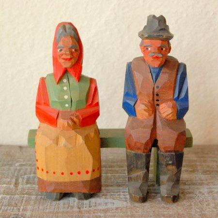 ベンチに座る老夫婦 / 木彫人形 / Denmark
