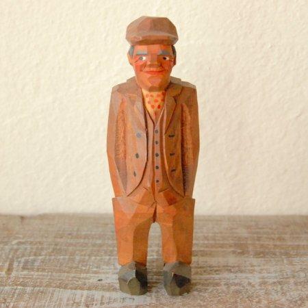 茶色い三揃えを着た老人 / 木彫人形 / Denmark