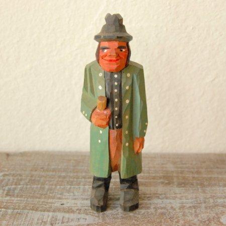 緑のロングジャケットを着た男 / 木彫人形 / Denmark