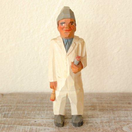 白いスーツを着た男/ 木彫人形 / Denmark
