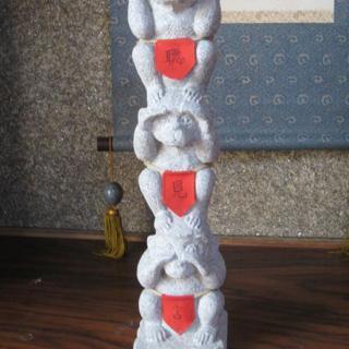 国産最高級の庵治石を使用 三猿をモチーフにしたインテリア置物 縦530横120奥行き150[mm]