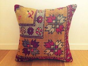 カッパドキアの絨毯 クッション (Kapadokya Carpet Cushion - Antique)