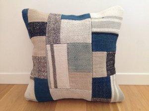 パッチワーク キリム クッション(Anatolia Patchwork Kilim Cushion) 白