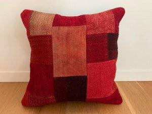 パッチワーク キリム クッション(Anatolia Patchwork Kilim Cushion) 赤
