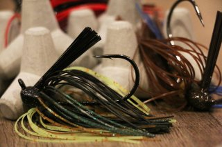 Lunker Lure / Rattle Back Flipping Jig